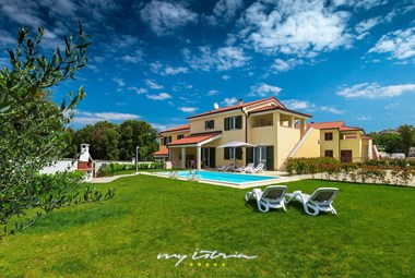 Beautiful new villa with private pool and large garden in Pula