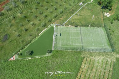 Full-size tennis court in our luxury villa near Pula