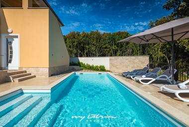 Nice new villa with private pool near Pula