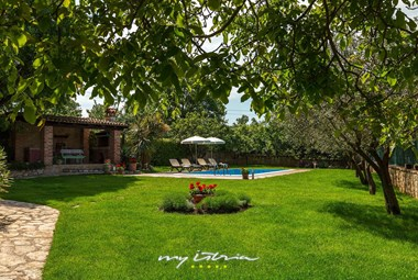 Villa Nini has a charming garden and private swimming pool