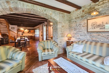 Open space living room with dining area and kitchen in traditional istrian style in villa Nini
