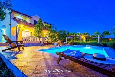 Enchanting garden and private pool by night in Villa Mirjana