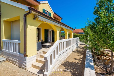 Villa Mirjana has a beautiful porch with a comfortable lounge area