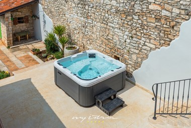 Jacuzzi on the porch of the villa and outside shower