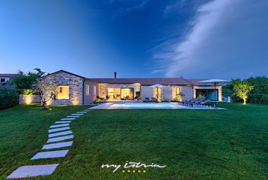 Elegant villa with private pool and carefully tended fully enclosed garden near Pula