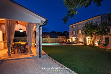 Restored villa with pool near Rovinj