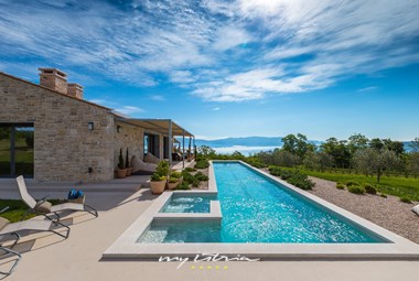 Enjoy the private pool of our villa near Rabac