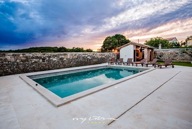 Villa´s fabulous pool in the middle of the istrian countryside