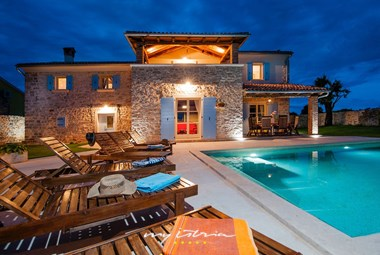 This charming stone villa can accommodate up to 12 persons