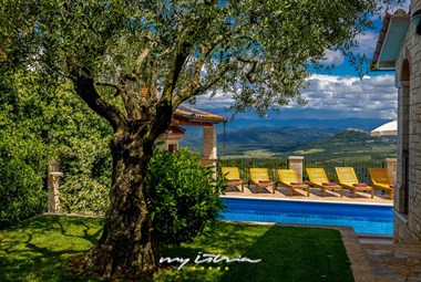 Villa Giorgia with private pool and stunning view