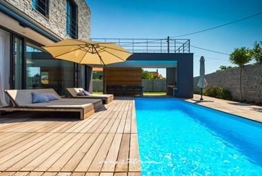 Soak up the sun by the pool of Villa Greyhouse