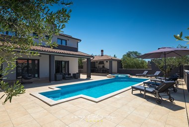 Villa in Pula is forseen for a max. of 10 persons