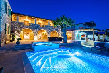 Stunning villa with pool and sea view near Zadar
