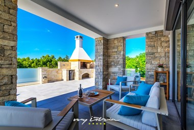 The villa has a cosy terrace with barbecue at your disposal