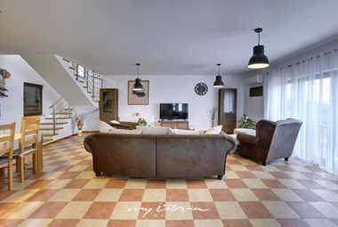 Spend quality family time at villa near Pula
