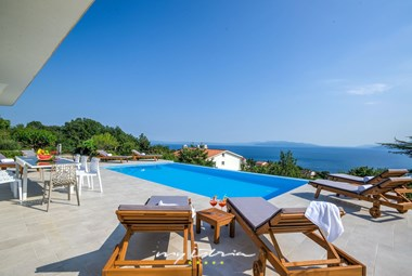 Cosy sun loungers in front of Villa Maelynn