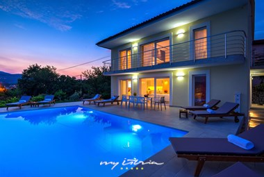 Villa Maelynn can accommodate 8 persons