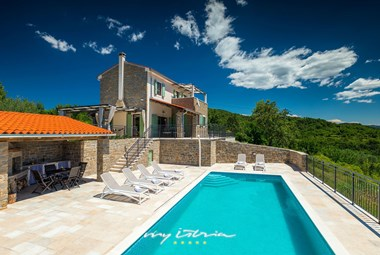 Impressive Villa Banic in stunning istrian countryside