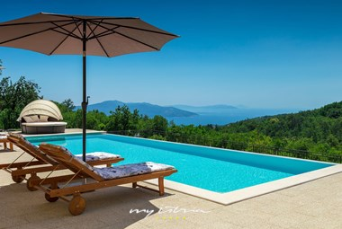 Breathtaking view from the pool in front of the villa