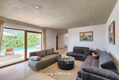 Spacious living room with access to the pool on the ground floor of the villa
