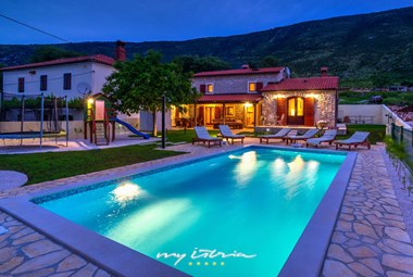 Villa Hana with private pool by night