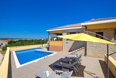Villa with private pool in beautiful dalmatian surrounding