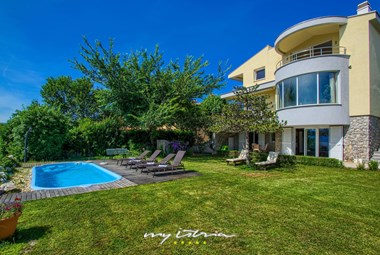 Beautiful villa with sea view in Kvarner