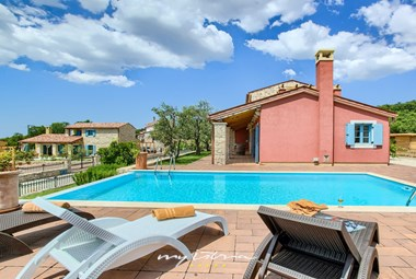Lovely villa Parona offers a private pool and can accommodate up to 8 persons