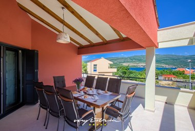Have a nice meal in the open dining area in Villa Vacanza