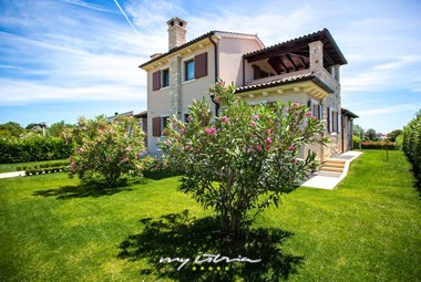Villa De Flora with private pool in Istria