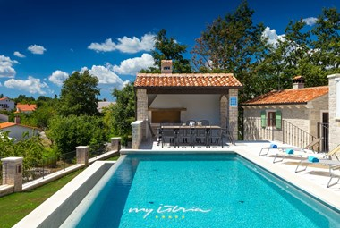 Villa in Istria has a large, inviting pool