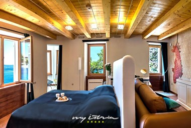 Imagine waking up in a luxury bedroom in Villa Zetna
