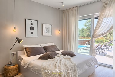 Bedroom with double bed on the villa´s ground floor