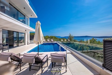Modern villa in Kvarner with private pool