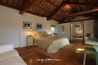 Villa´s stylish bedroom with double bed and en-suite bathroom