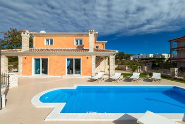 Villa Goran with private pool and relaxing sun loungers