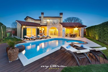 Lovely villa with pool near Porec