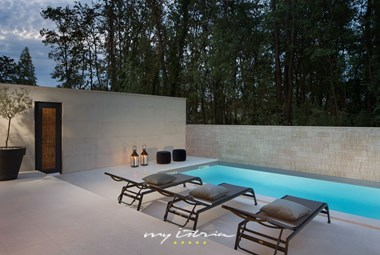Private pool with view of the surroundings -Villa Oliva 1