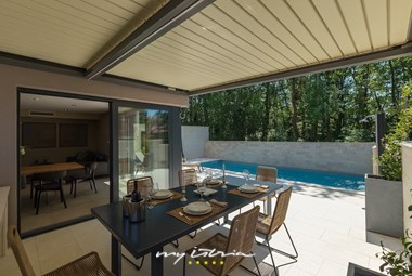 Covered outdoor dining area in luxury villa in Umag
