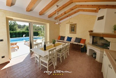 Tavern with kitchen and dining area - Villa Baladur
