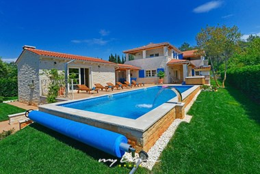 Villa Baladur features a private pool and beautiful garden