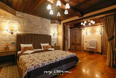 The exquisitely designed double bedroom with en suite bathroom in our holiday villa with private swimming pool