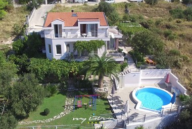 Villa Selak is forseen for 12 persons