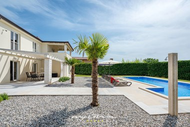 Beautiful villa with 4 bedrooms