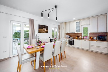 Bright dining area and fully equipped kitchen in the villa