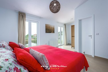 The villa has 4 bedrooms with double bed