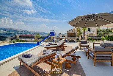 The pool, the sea, the views... welcome to Villa Fenix!