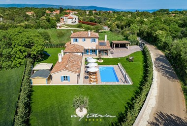 Amazing family villa with pool near Pula