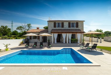 Beautiful Villa Melani with pool in Istria