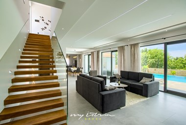 Spacious living room with access to villa´s pool area